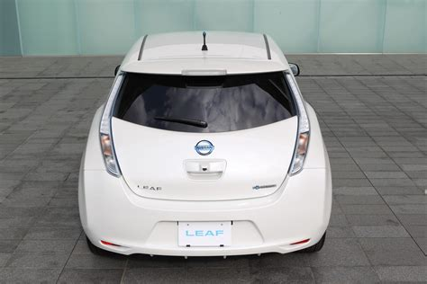 nissan leaf back 2013 nissan leaf gets increased range lighter weight