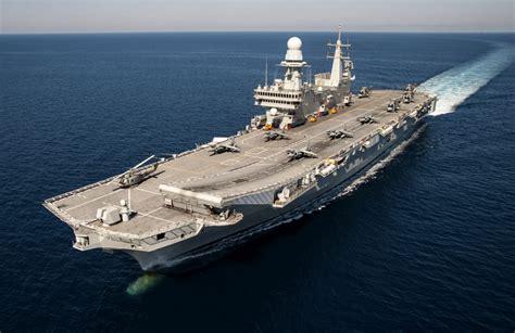 nave portaerei la portaerei cavour approda a bari nel week end visite