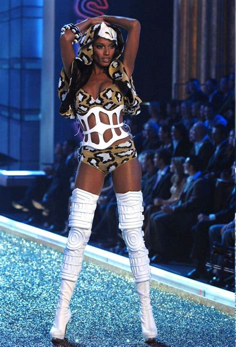 Victorias Secret 2007 Fashion Show On by Selita Ebanks Blade Runner And Runners On