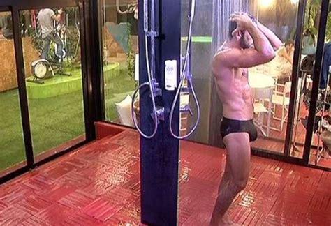uomini nudi sotto la doccia angiolini grande fratello 14 foto 2 10