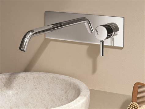 rubinetti a muro miscelatore per lavabo a muro con piastra nostromo d013a