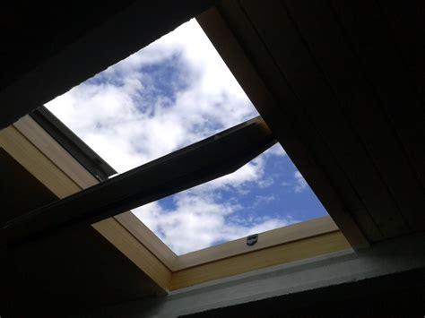 como hacer una claraboya instalar claraboya en cubierta ideas carpinteros