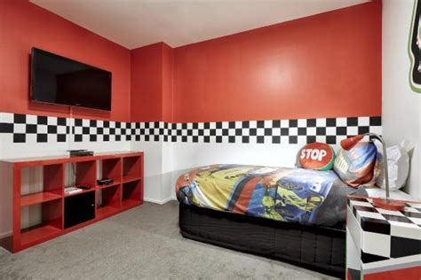 theme hotel melbourne racing car themed 2 bedroom picture of pegasus apart