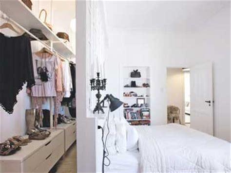 Dressing Derriere Le Lit by D 233 Co Chambre 10 Dressing Fut 233 S Dans La Chambre Parentale