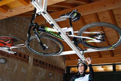 portabici da soffitto flat bike lift il portabici idro pneumatico da soffitto