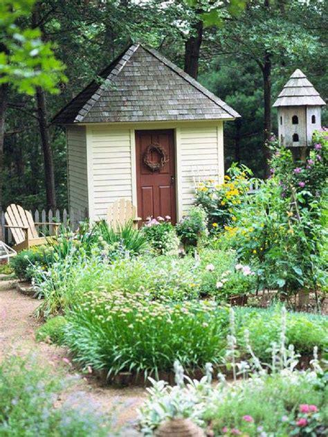 giardino semplice casette in legno idee da togliere il fiato per il