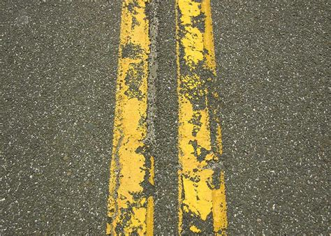 pattern of yellow lines on the roadway us road dimensions raildig com