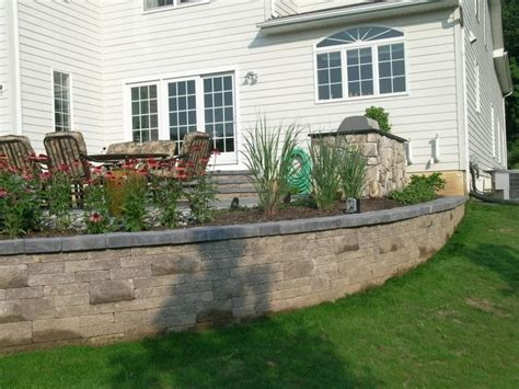 Retaining Wall Patio Design 1000 Ideas About Raised Patio On Pinterest Retaining Wall Patio Wood Retaining Wall And