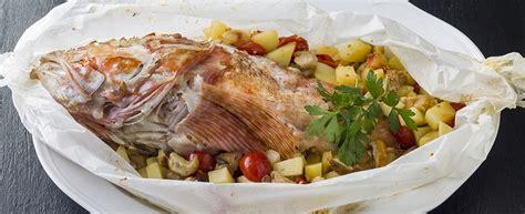 cucinare lo scorfano al forno ricetta scorfano al cartoccio con patate e funghi agrodolce