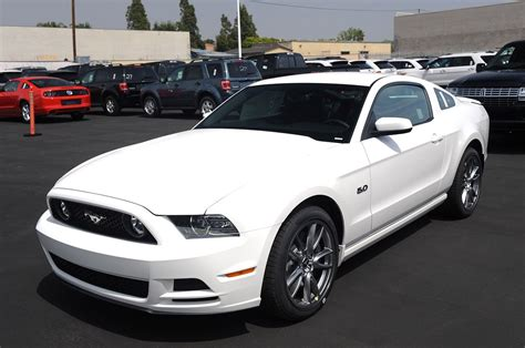 white mustang 2013 ford mustang gt white mustangs