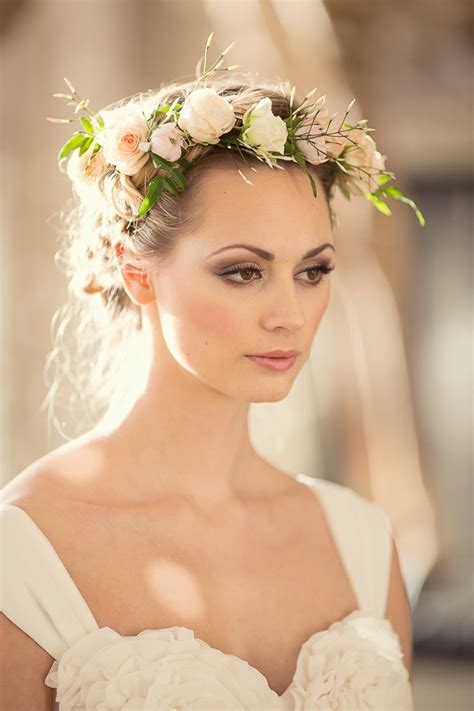 Wedding Hair With Flowers by Tips And Ideas For Wearing Fresh Flowers In Your Hair For
