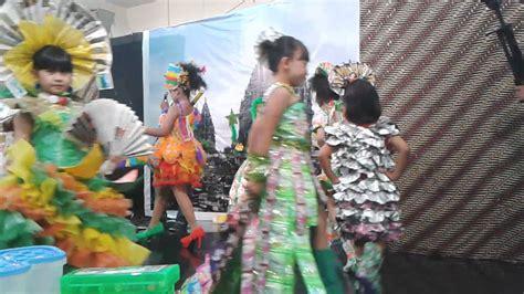 Baju Daur Ulang Buat Cowok fashion show baju daur ulang