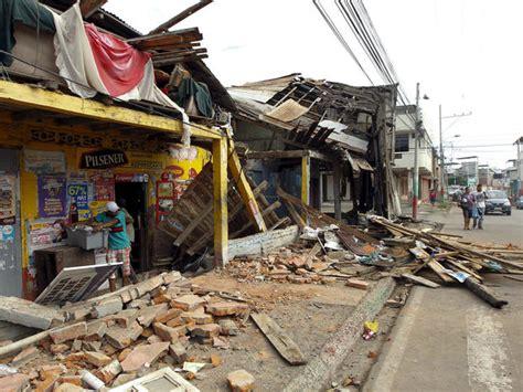 earthquake ecuador ecuador quake hundreds killed in ecuador earthquake