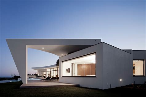 Wall Architecture Design by Curved Wall Architecture Framing Outstanding Views