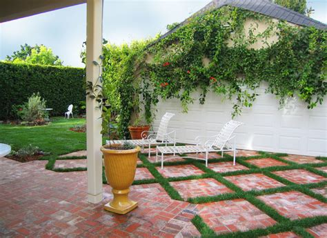 English Country Garden   Traditional   Patio   los angeles