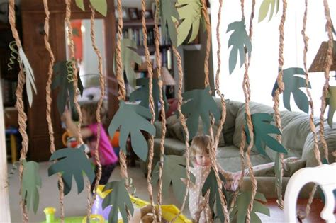 How To Make Jungle Vines Out Of Paper - 1000 ideas about dinosaur decorations on
