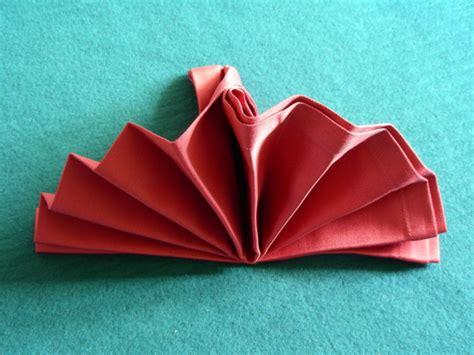 Folding Paper Serviettes - serviette napkin folding simple standing fan recipe