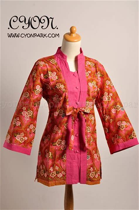 Baju Blouse Blys Katun Des model atasan batik