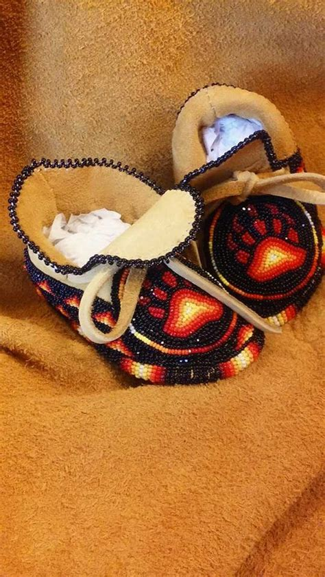 moccasin beading designs 223 best images about beaded moccasins mukluks on