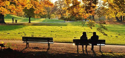 panchina inglese il parco inglese al tramonto viaggi vacanze e turismo