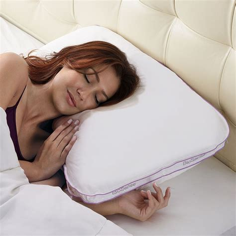 Best Pillow For Shoulder by 1000 Ideas About Pillows For Side Sleepers On