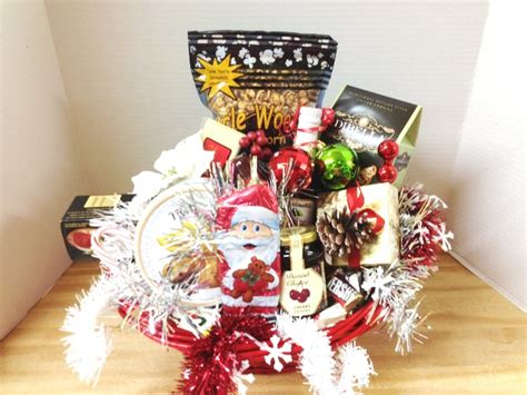 christmas deluxe holiday gourmet gift basket