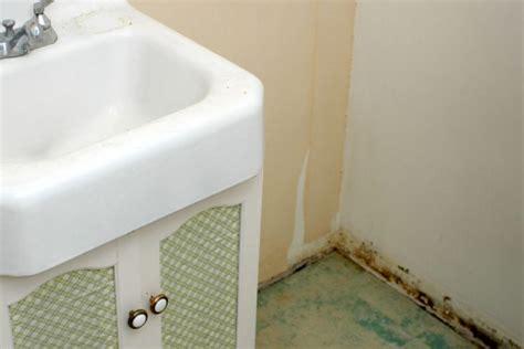 schimmel im schlafzimmer gesundheitliche folgen schimmel hinterm schrank 187 was ist zu tun
