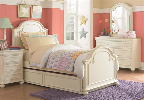 dressers twin bedroom set up white twin bed bedroom set 7 drawer dresser with carved bun feet and pilaster details