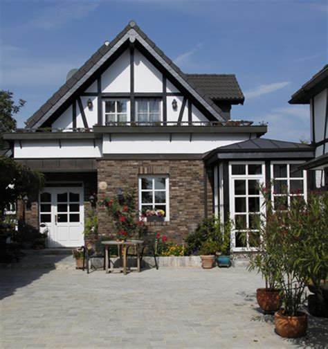 wie einen hinterhof patio gestaltet innenhof gestalten excellent innenhof heinz schmlzer with