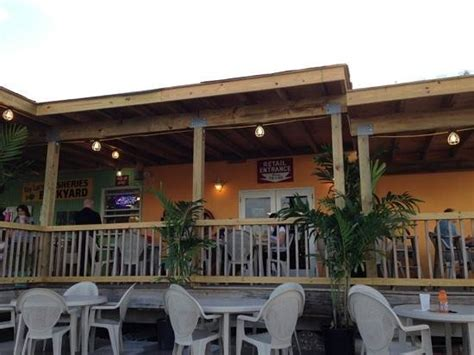 the backyard cafe backyard caf 233 at the key largo fisheries picture of key