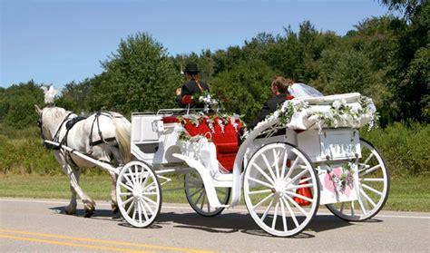Kutsche Hochzeit by Hochzeitskutsche Romantisch Zur Hochzeit Fahren