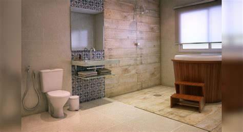 decoração de banheiro pequeno plantas piso amadeirado