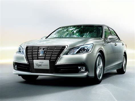 Crown Toyota 2013 Toyota Crown Royal And Athlete Revealed Autoevolution