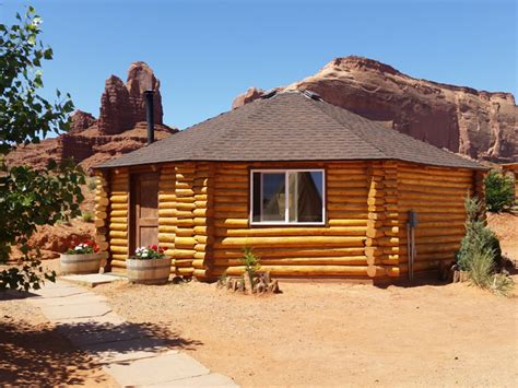 octagon log homes check out this cute octagon log cabin on a budget