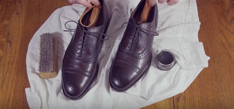 Floor Shine Shoes by How To Your Shoes When You Re In A Hurry The One