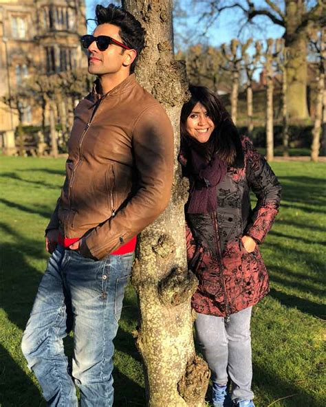 vivek dahiya in yeh hai team yeh hai mohabbatein is having a gala time in london