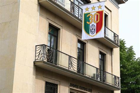 numero sede juventus la juve mostra lo scudetto numero 30 con tre stelle