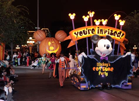 here are some costumes from mickeys halloween party at photos mickey s halloween party 171 disney parks blog