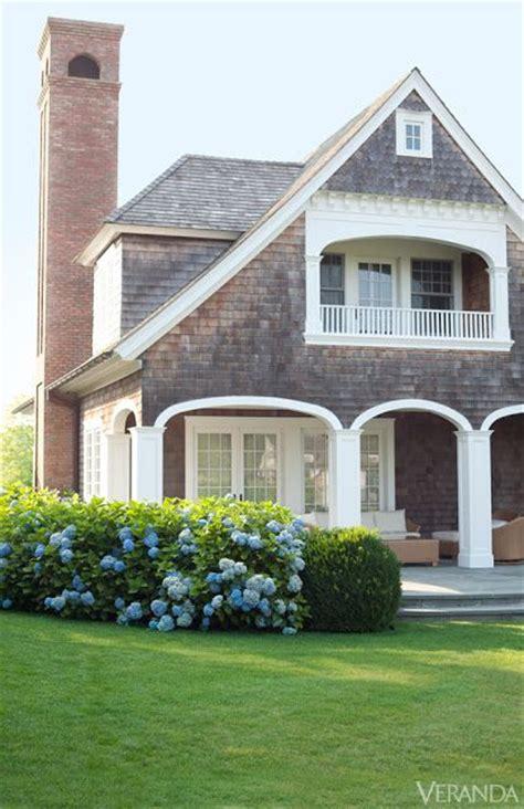 shingle style cottage best 25 shingle style homes ideas only on pinterest