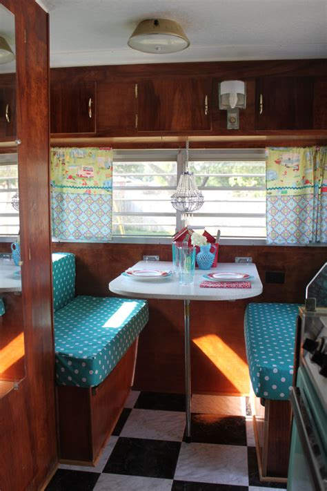 Vintage Travel Trailer Interior Pictures by Vintage Cer There S No Place Like