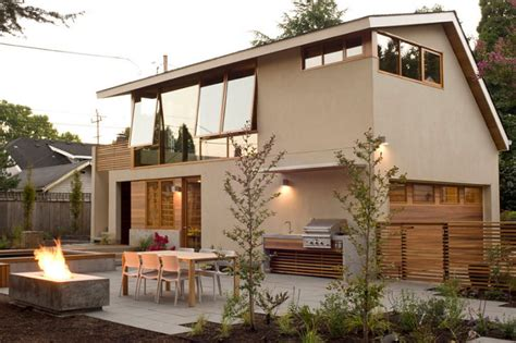 Modern Garage Apartment Floor Plans by Brilliant Garage Apartment Maximizes Space With Custom