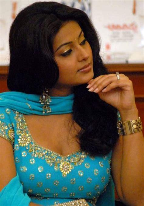 actress mulai siraya stills indian actress tamil actress sneha hot showing her hanging big boobs and bra