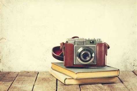 imagenes vintage camaras old vintage camera on old books on wooden background old