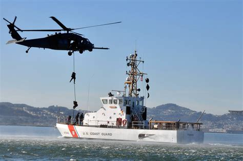 Cost Garde Us Coast Guard Defending The Nation Search Rescue Us