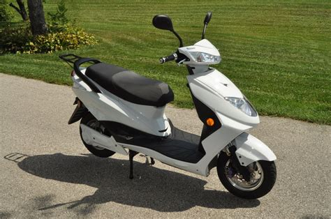 Electric Scooter Review: 2014 Flux Mopeds EM1 Electric Scooter
