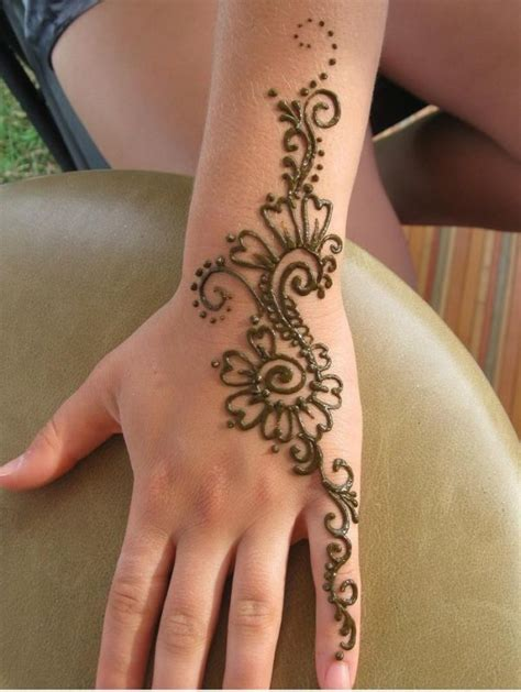 henna tattoo op hand 90 stunning henna designs to feed your temporary
