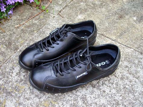casual clipless bike shoes the practical guide to casual and stylish looking clipless