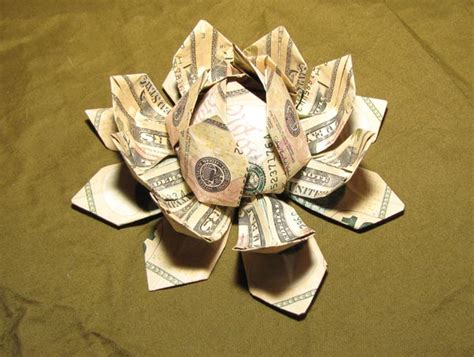 Money Flower Origami - origami with money would you be able to make these