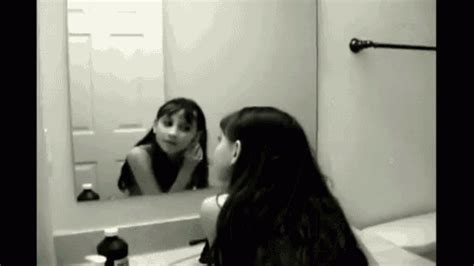 imagenes gif reflecion cute kid mirror gif relfection ghost scary discover