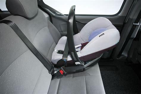 Kindersitz Auto Montage by Kindersitze Im Praxistest Bilder Autobild De
